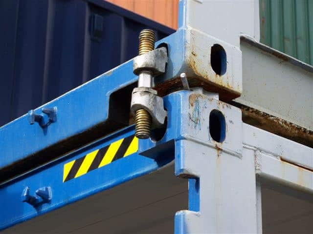 How to stack shipping containers with a bridge clamp