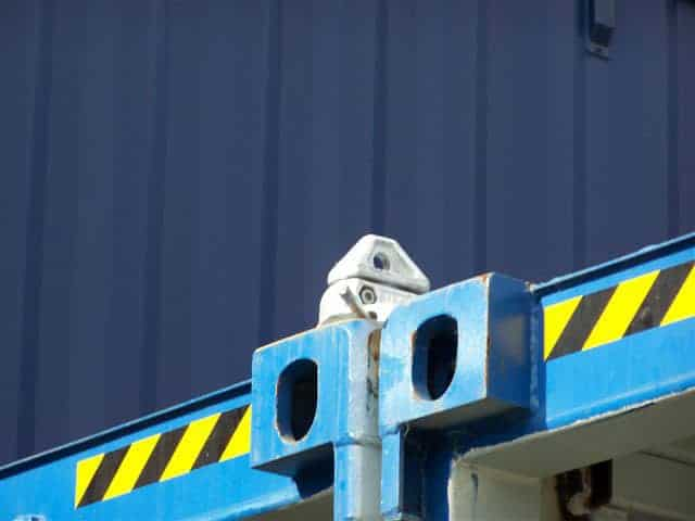 Shipping container twistlock
